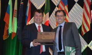Immediate Past President of ARA, RD Hopper, with new ARA President, David Gold.